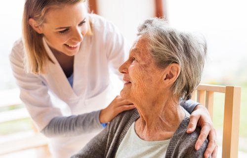 Pour un accompagnement ajusté à la personne âgée