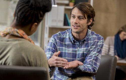 La communication non violente et l'écoute active : communiquer différemment et mieux coopérer